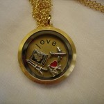 loves to travel locket